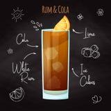 Einfaches Rezept für einen alkoholischen Cocktail Rum und einen Kolabaum Malkreide auf einer Tafel Vektor stock abbildung