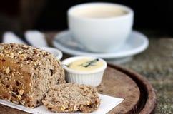 Einfaches rustikales Frühstück Lizenzfreie Stockfotos