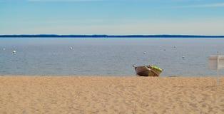 Einfachheits-einfaches Leben auf einer See-Einsamkeit allein Stockfoto
