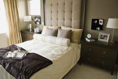 Einfarbiges Schlafzimmer stockbild