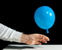 Einfrieren eines Ballons, der entlüftet Stockfotografie