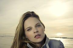 Einfrierende Frau Stockfotografie