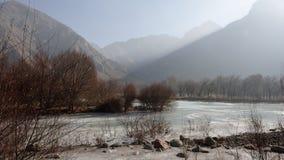 Einfrierender Fluss   stockfotos
