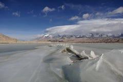 Einfrierender See lizenzfreie stockfotos