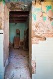 Eingang alten abandone Hauses Stockfotografie