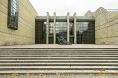 Eingang beim Neu Pinakothek in München, Deutschland lizenzfreie stockbilder