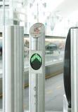 Eingang der horizontalen Rolltreppe an Dubai-Flughafen Lizenzfreies Stockbild