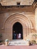 Eingang der Kirche während der Feier lizenzfreie stockfotos