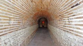 Eingang des alten Hauben-Grabs nahe der Stadt von Pomorie, Bulgarien lizenzfreies stockfoto