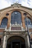 Eingang des alten Stadtmarktgebäudes Stockfotos