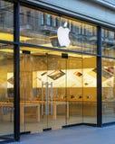Eingang des Apple-Speichers auf der Bahnhofstrasse-Straße Stockfotografie