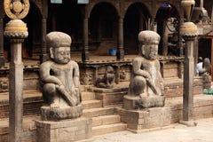 Eingang des hinduistischen Tempels in Nepal Stockfotos