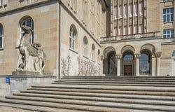 Eingang des Zürich-Hochschulgebäudes Lizenzfreie Stockfotos