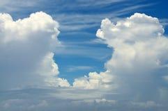 Eingang durch die Wolken Stockfoto