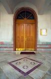 Eingang einer Kirche Stockbild