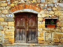Eingang eines alten Hauses Stockbild