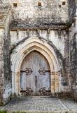 Eingang eines alten Steinhauses Stockfoto