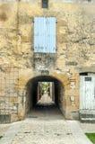 Eingang eines alten Steinhauses Stockfotos