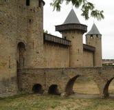 Eingang eines Chateaus in Süd-Frankreich lizenzfreies stockbild