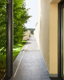 Eingang eines modernen Gebäudes Lizenzfreie Stockfotos