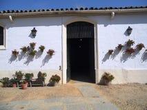 Eingang eines typischen andalusischen Hauses stockbild