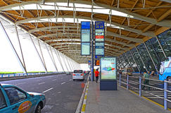 Eingang internationalen Flughafens Shanghais Pudong Stockfotografie