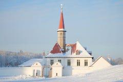 Am Eingang am Kloster-Palastwintertag Gatchina, Russland Lizenzfreies Stockfoto