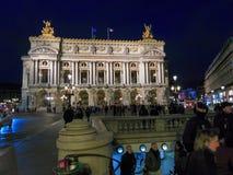 Eingang Opéra, des Gebäudes und der Metros Stockfotos