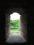 Eingang - Ruinen der alten Festung Stockfotos