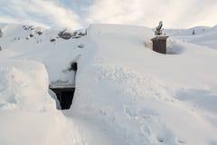 Eingang in Schnee bedeckte Häuschen Lizenzfreie Stockfotografie