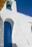 Eingang von AG. Sostis Kirche, Serifos Insel, GR Stockfoto