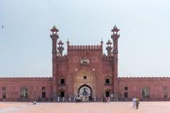 Eingang von Badshahi-Moschee, Pakistan lizenzfreie stockfotos