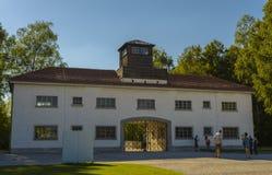 Eingang von Dachau-Konzentrationslager Stockfotos