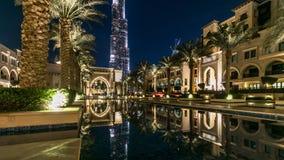 Eingang von Hotels, von Büros und von Souk nahe Burj Khalifa das höchste Gebäude im Welt-timelapse in Dubai, UAE stock footage