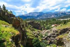 Eingang von Tinaztepe-Höhlen in Konya Stockfotografie