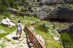 Eingang von Tinaztepe-Höhlen in Konya Stockfotos
