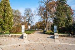 Eingang von Victoria Park in im Stadtzentrum gelegenem London an Kanada lizenzfreie stockfotos