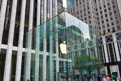 Eingang zu Apple Store auf Fifth Avenue, Manhattan Lizenzfreie Stockfotografie