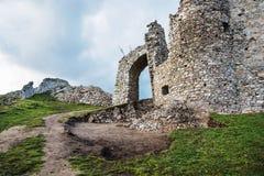 Eingang zu den Hrusov-Ruinen Stockfoto