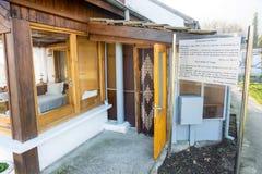 Eingang zu einem kleinen Haus von Vanga in Rupite, Bulgarien, Dezember Stockbild