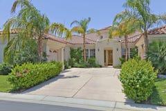Eingang zu einem schönen Palm Springs-Haus  Stockfotografie