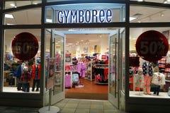 Eingang zu Gymboree-Speicher, der 50% weg vom gesamten Speicher kennzeichnet Lizenzfreies Stockfoto