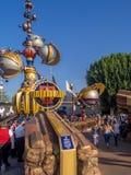 Eingang zu Tomorrowland am Disneyland-Park Stockfotos