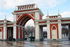 Eingang zu Tsaritsyno-Park in Moskau Stockbild