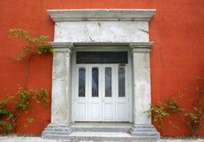 Eingang zum alten Gebäude lizenzfreie stockfotografie