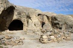 Eingang zum alten Haus in der Höhlenstadt Uplistsikhe, Georgia Lizenzfreie Stockfotos