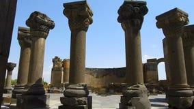 Eingang zum armenischen Tempel Zvartnots, Celestial Angels, UNESCO-Welterbe stock footage