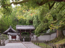 Eingang zum buddhistischen Tempel Shorenin Lizenzfreies Stockbild