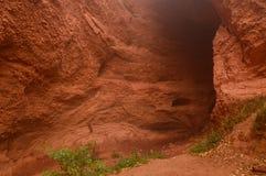 Eingang zum Cuevona am alten Roman Gold Mine In A Tag Medulas mit vielem Nebel im Medulas Natur, Reise, Landscap lizenzfreies stockbild