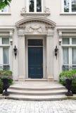 Eingang zum eleganten Haus Stockfotografie